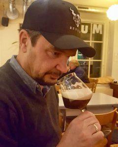 Der Biersommelier ist ein Experte für Biergenuss