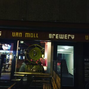 Eingang des van Moll Brewpubs in Eindhoven